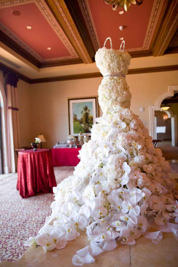 3 unusual bridal gowns chicago wedding blog for Wedding dress made of flowers