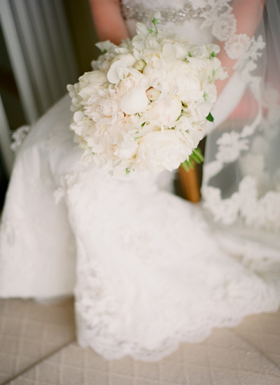 southern-wedding-white-bouquet