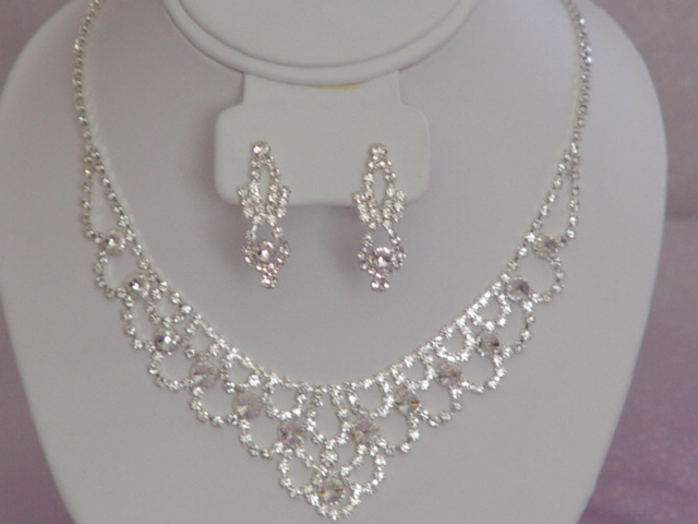 Wedding Jewelry Gift For Bride : Bridal JewelryChicago Wedding Blog